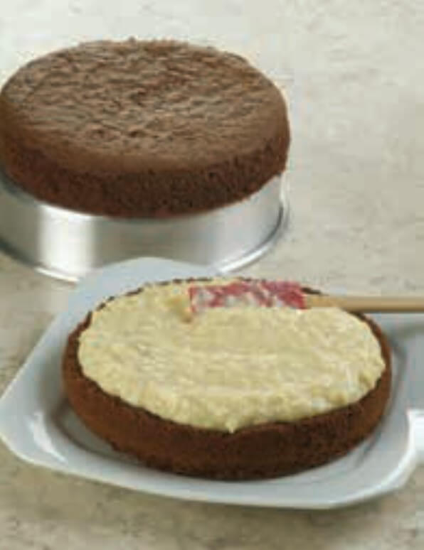 preparando o bolo prestigio