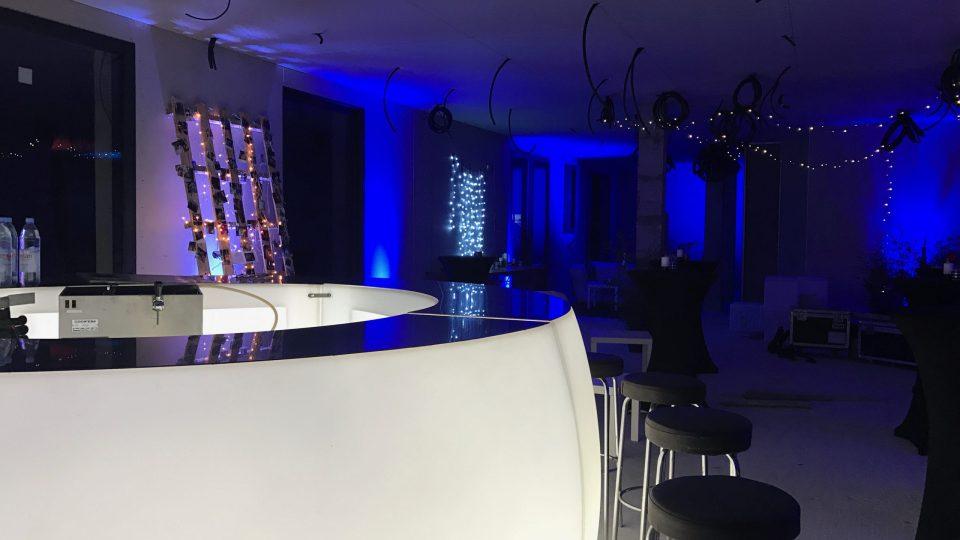 Bar lumineux à LED avec tabourets