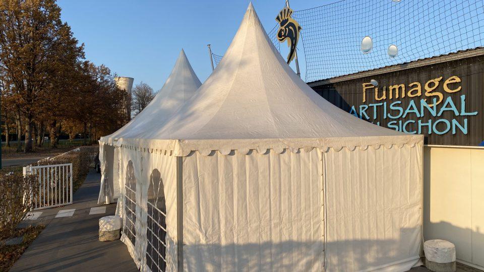 Installation de 2 pagodes 5x5 au Fumage artisanal du Sichon pour les fêtes de fin d'année