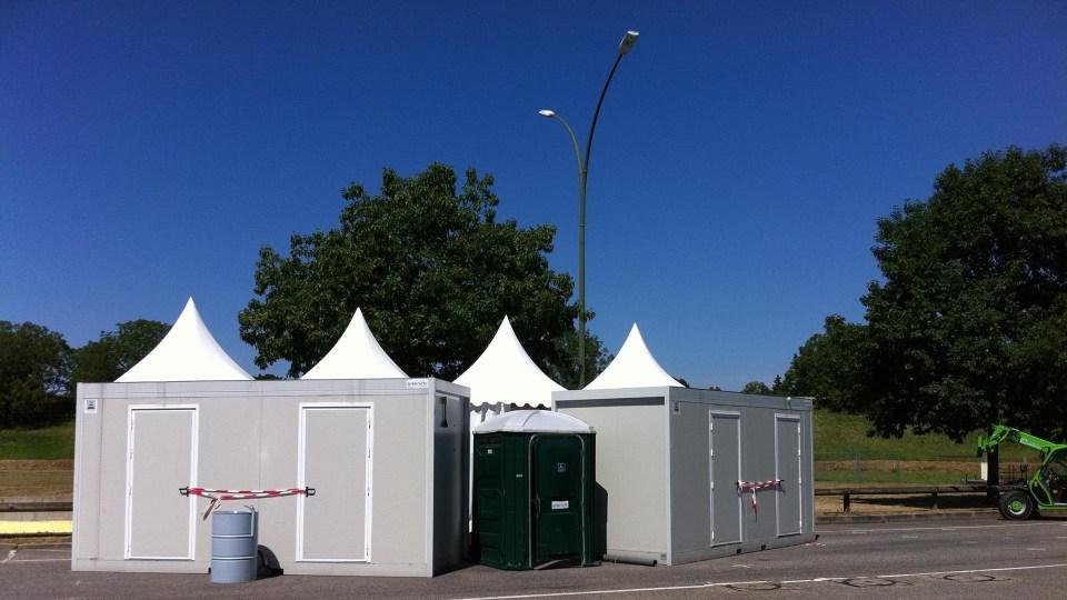 Bloc sanitaire (douches / toilettes) pour un camping éphémère