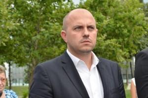 на снимката: Новоизбраният депутат Стефан Кенов