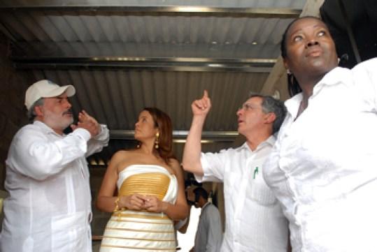 El 11 de noviembre el presidente Uribe, la alcaldesa Mariamulata y la gerente de Corvivienda visitaron el proyecto Ciudadela Bicentenario en tierra de las víctimas despojadas.