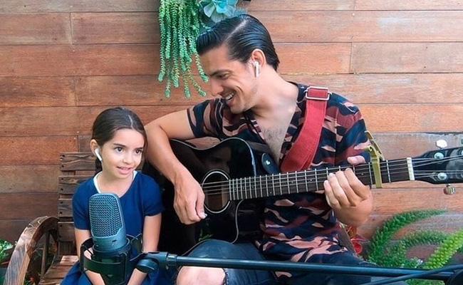 Vadhir y Aitana enamoran a usuarios con tierno dueto musical