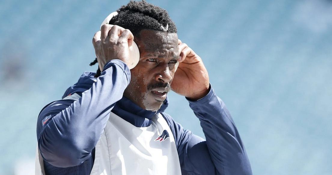 Bucaneros de Tampa Bay activan a Antonio Brown