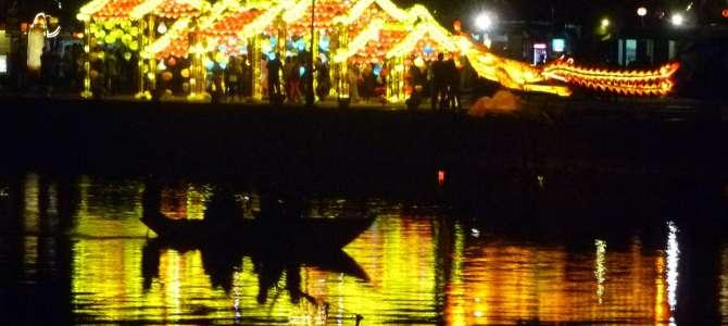 Hoi An, la ville douce du Vietnam, illuminée et à la campagne sauvage