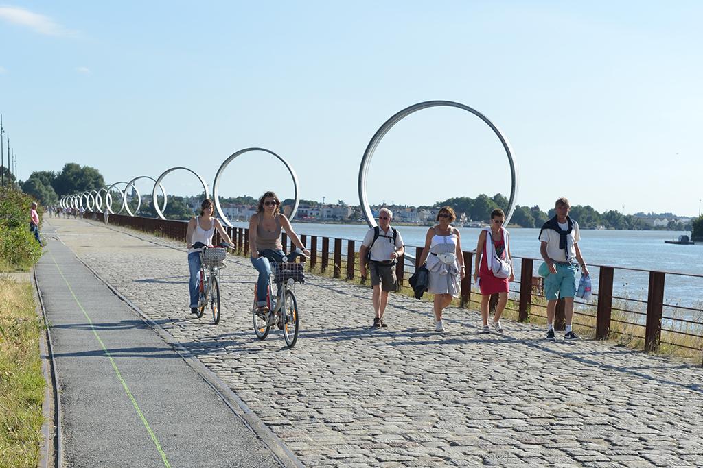 Balade à vélo le long de la ligne verte à Nantes