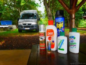 Contre les insectes qui BZZZ il y a Baygon jaune et contre ceux qui font CRRRCRR, baygon vert !!
