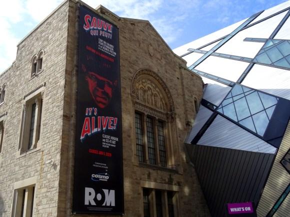 Vue extérieure du Musée royal de l'Ontario.