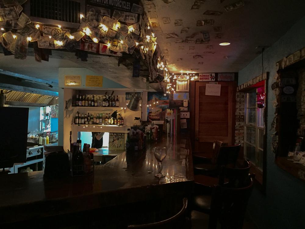 Shipwrecks Bar & Grill