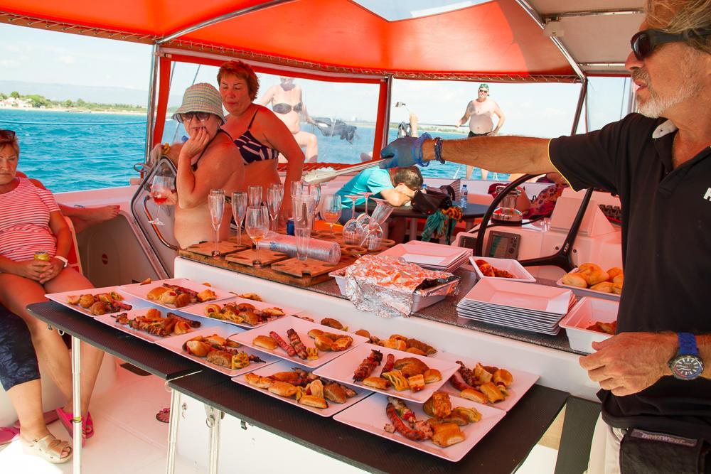 Repas catamaran