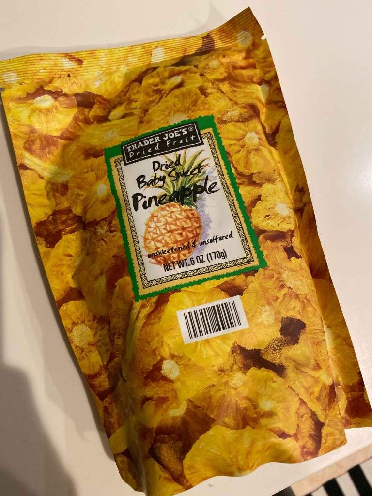 トレーダー・ジョーズで購入したパイナップルのドライフルーツ
