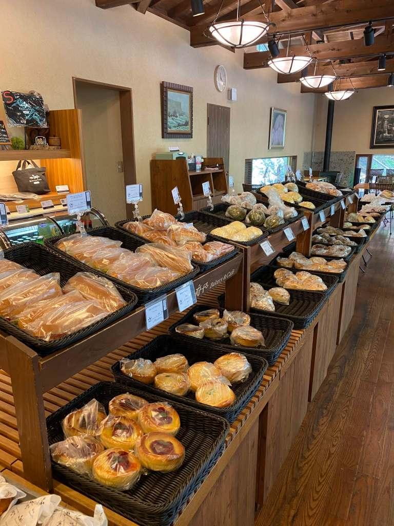 パンを販売している店内