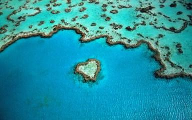 Gyphjolik prend en photo l'île en forme de coeur d'australie