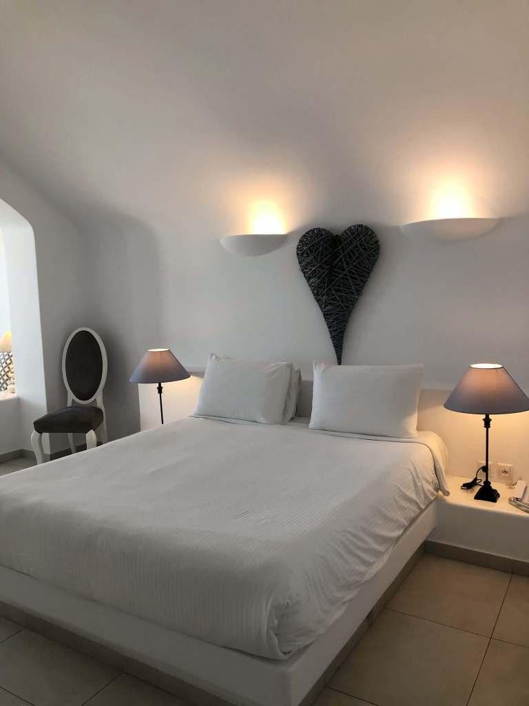 chambre-amber-light-villa-santorin