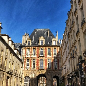 Place-des-vosges-paris-france