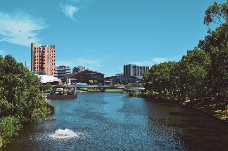 La ville d'Adelaide, traversée par la rivière Torrens