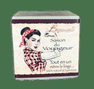 Le savon multiusage: objet indispensable pour voyageuse