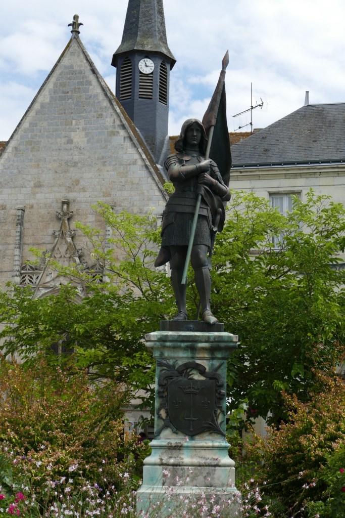 Sainte-Catherine-de-Fierbois - Statue de Jeanne d'Arc