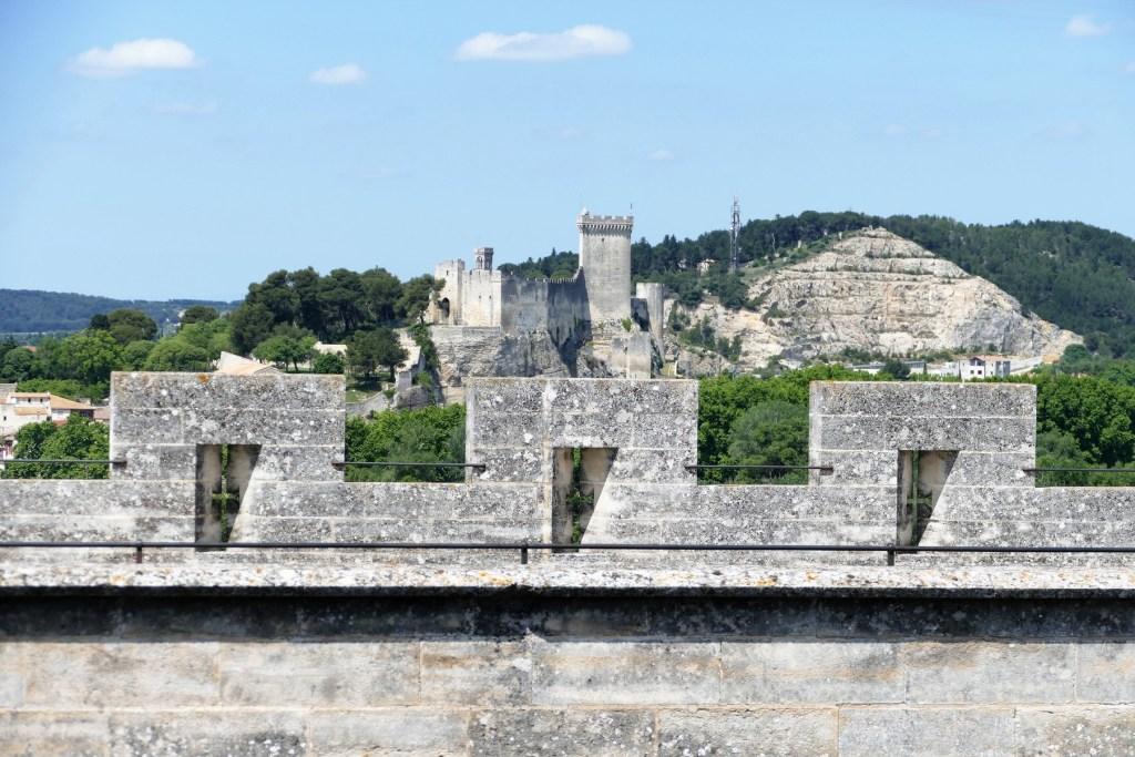 Château de Tarascon - vue du château de Beaucaire depuis le donjon