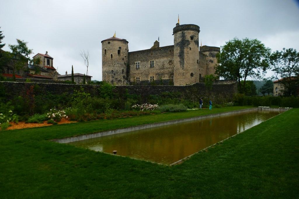Dans les jardins du château de Saint Vidal