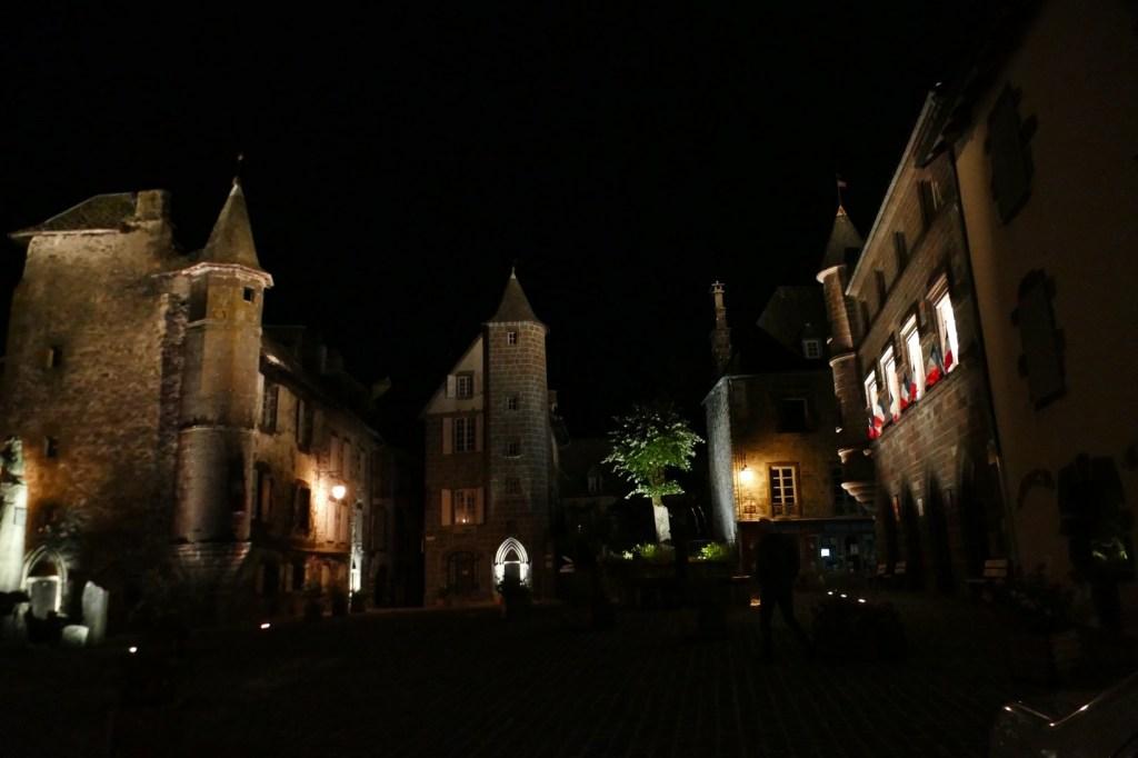 Salers - place Tyssandier d'Escous