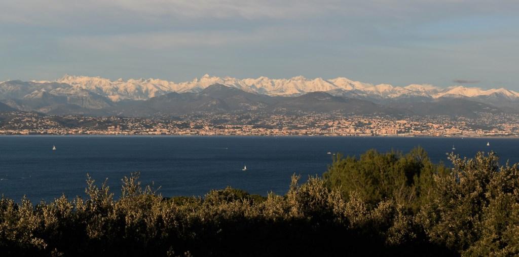 Antibes (Antipolis) en face de Nice (Nikaia)