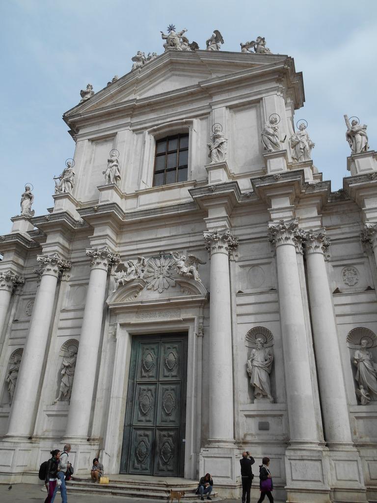 Façade de l'église Santa Maria Assunta (connue sous le nom de chiesa dei Gesuiti car construite par les Jésuites).