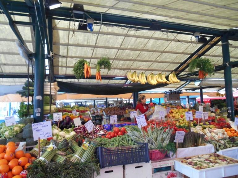 Le marché de l'Erberia (fruits et légumes)...