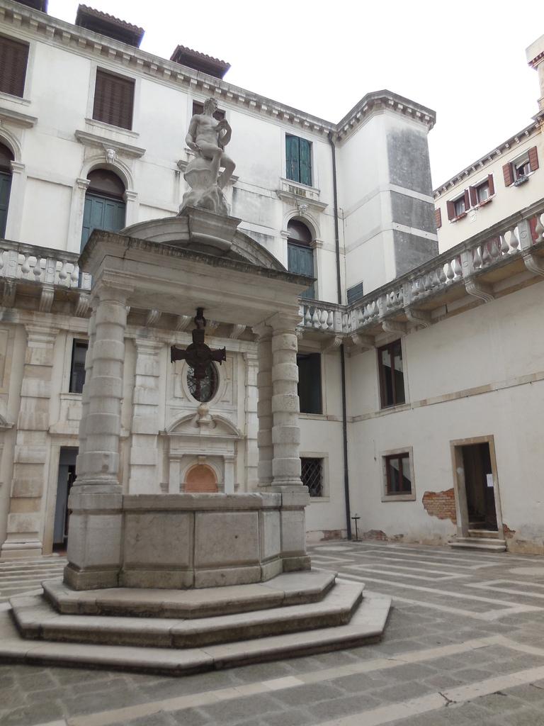 Il fut la résidence des Mocenigo , famille qui donna sept doges à la Sérénissime. (Photos interdites à l'intérieur).