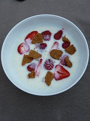 Soupe de fraises au koldskål, yaourt au buttermilk (Recette danoise) 1