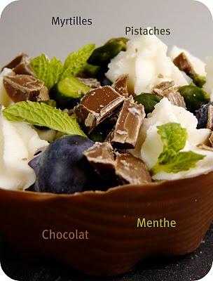 Tartelette en coque de chocolat, myrtilles, pistaches et menthe 1