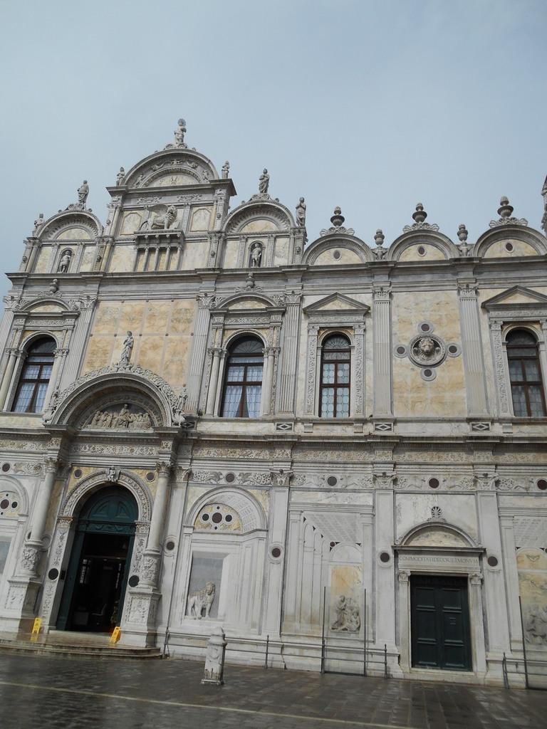 La Scuola Grande di San Marco transformée au début du XIXème siècle en hôpital ( fonction qui est encore la sienne actuellement).