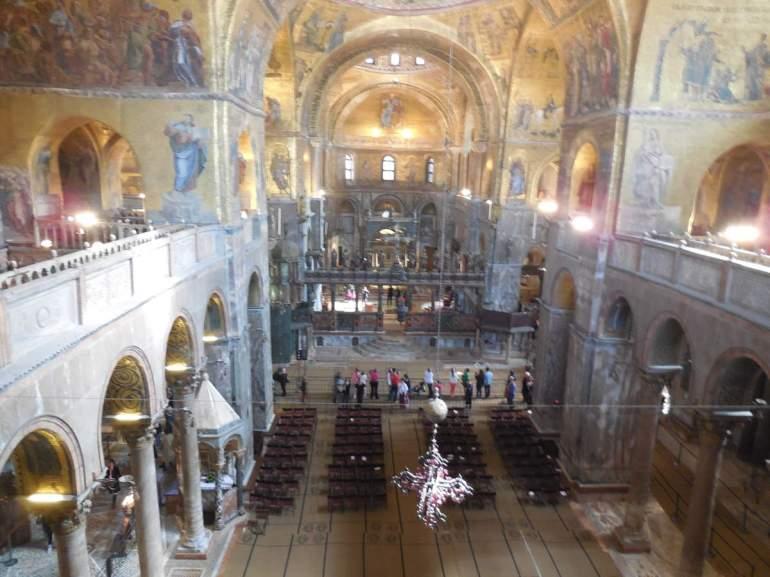 Le choeur de la Basilique vu depuis la loggia et musée de San Marco.