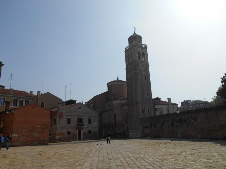 Le campanile date du XIIème siècle.