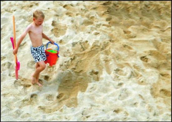 jouer-torse-nu-dans-le-sable.1280578632.jpg