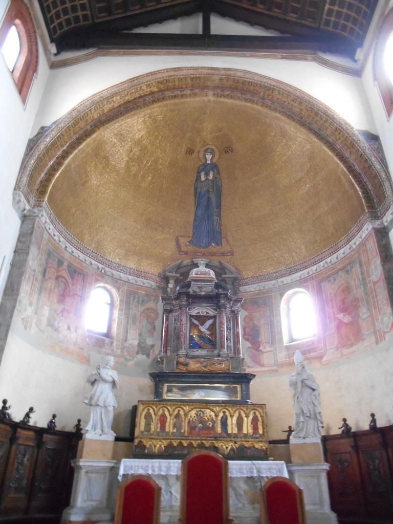 Remarquable mosaîque se trouvant dans l'abside qui représente la Vierge Orante (XIIème siècle).