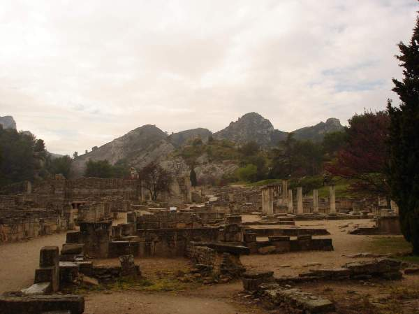 Saint-Rémy-de-Provence : plateau des Antiques et site archéologique de Glanum 4