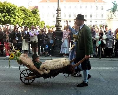 munich oktoberfest 2012 habits traditionnels bavarois
