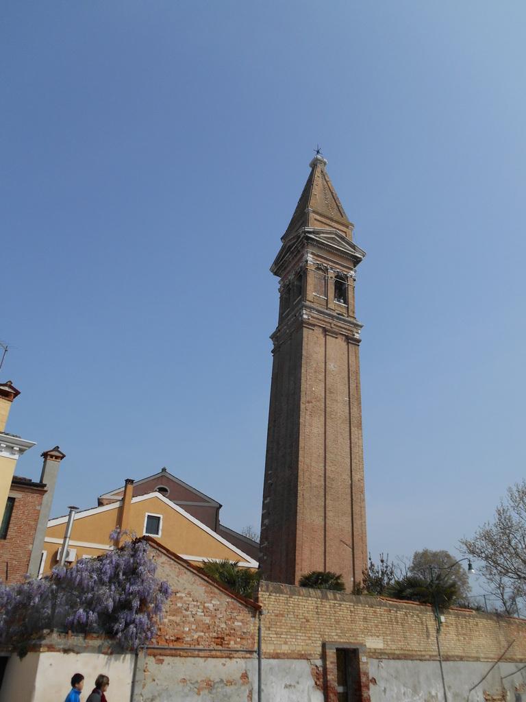Le clocher de l'église San Martino Vescovo...