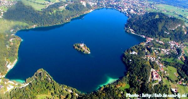 Bled, la perle de la Slovénie occidentale ; un lac enchanteur dans les Alpes juliennes 4