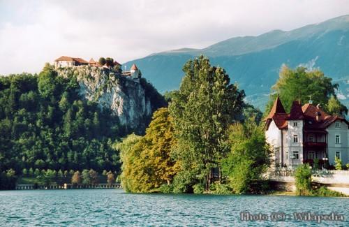 Bled, la perle de la Slovénie occidentale ; un lac enchanteur dans les Alpes juliennes 6