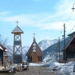 Kustendorf église sous la neige