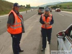 agent dars surveillant les vignettes sur l'autoroute en slovénie