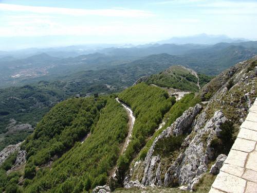 route jusqu'au mont lovcen