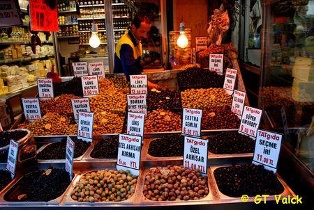 istanbul bazar egyptien olives