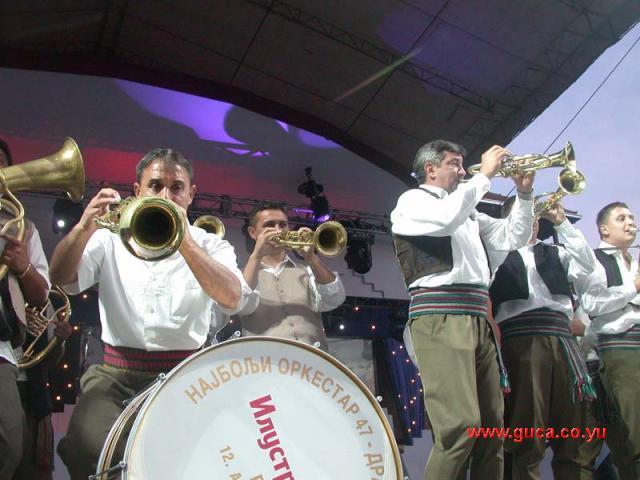 Guca festival Gucha Dragaveco : le festival des fanfares en Serbie 13