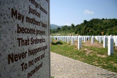 Srebrenica tombes