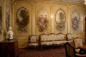 Gruyere chateau salon