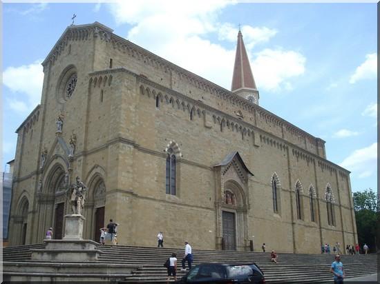 Arezzo Piazza del duomo