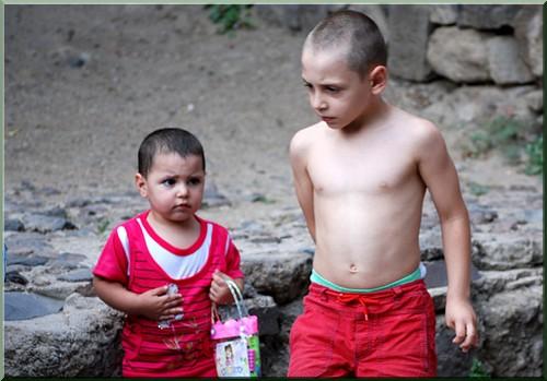 monastère gueghard armenie enfants